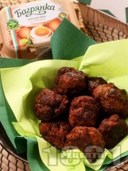 Вкусни и сочни пържени кюфтета на тиган - класическа рецепта за пухкави домашни кюфтета с яйца Багрянка - снимка на рецептата